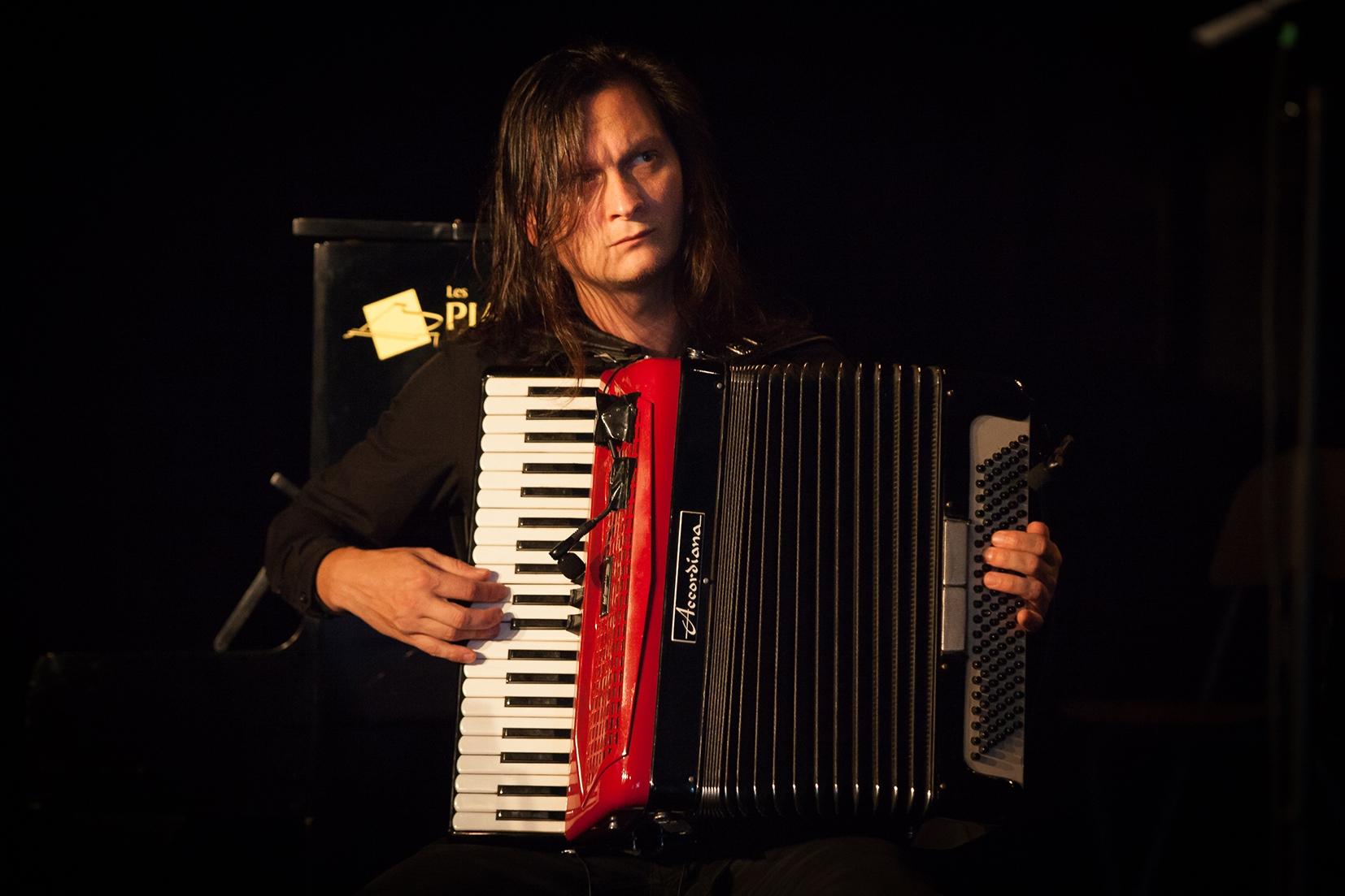Etienne à l'accordéon